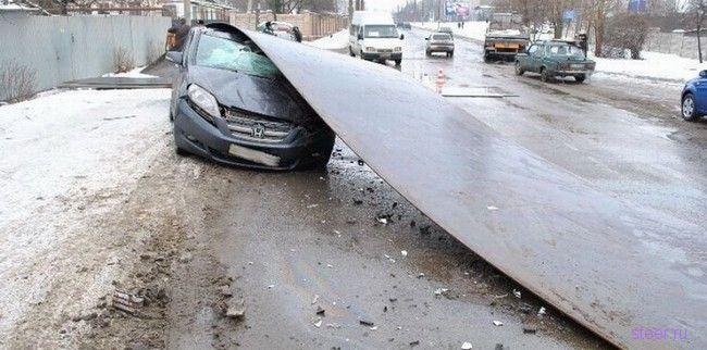 3 тонный лист проката накрыл автомобиль Honda