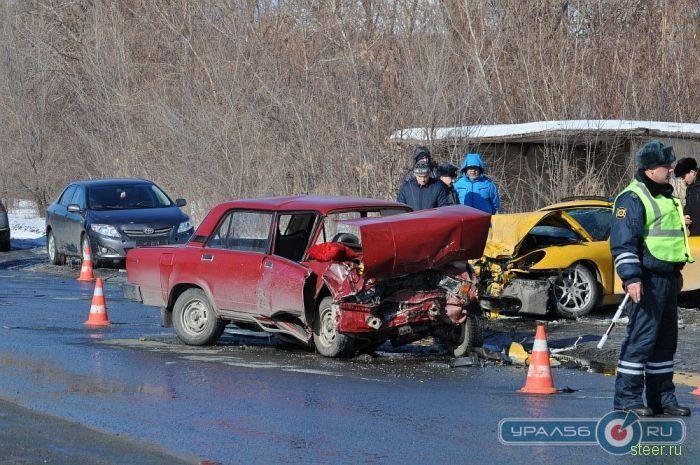 Страшная лобовая авария Porsche и ВАЗ