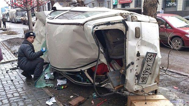 На улице Ленина в Красноярске лихач сбил семью с двумя детьми