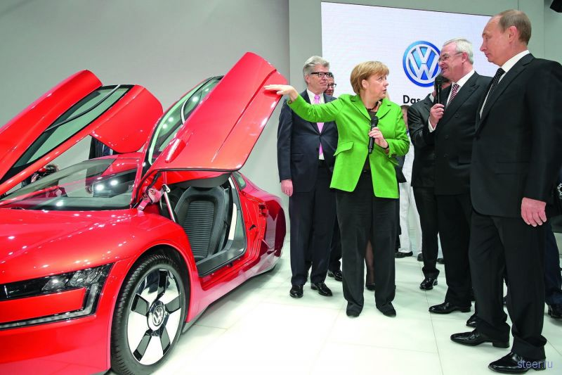 Владимир Путин и Ангела Меркель осмотрели новейший гибрид Volkswagen XL1