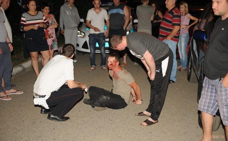 Пьяный гонщик на ВАЗе сыграл во дворе в GTA