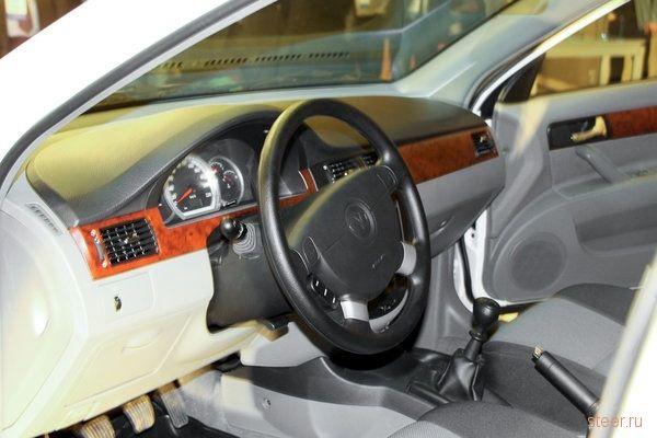 Uz-Daewoo представила в России новый седан Gentra