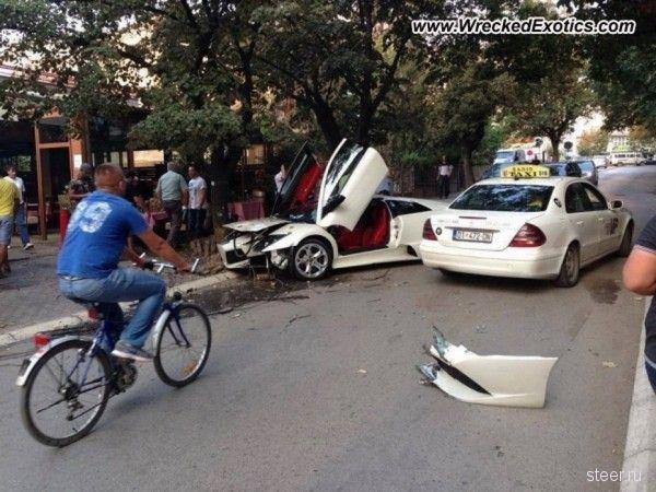 В Косово женщина-водитель  разбила Lamborghini Murcielago