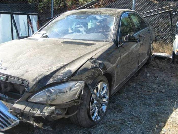 Водитель Mercedes S-Class выжил при падении со 122 метров