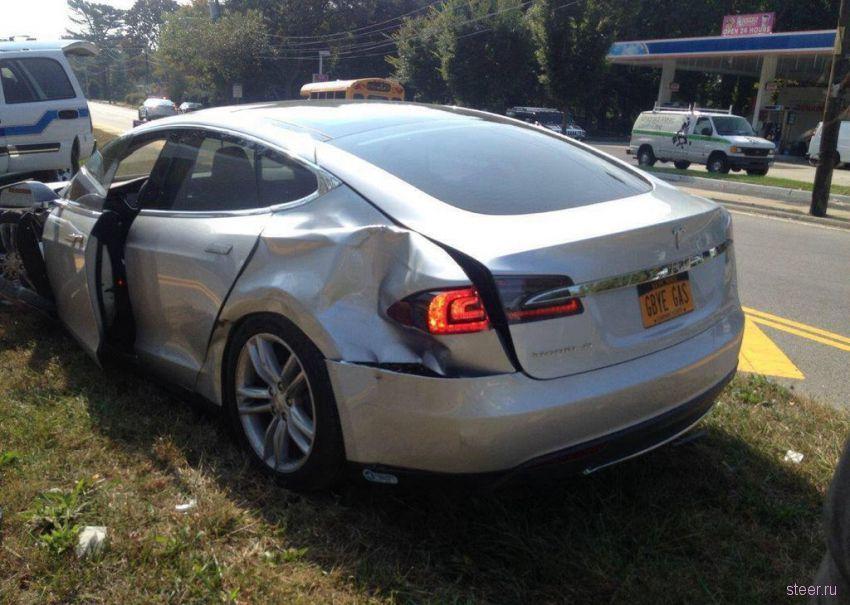 В США Tesla попал в аварию
