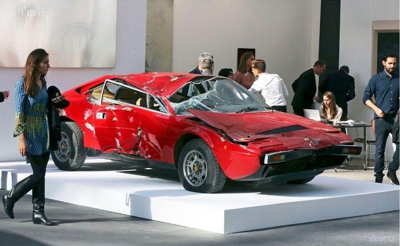 Разбитая машина была продана как творение современного искусства