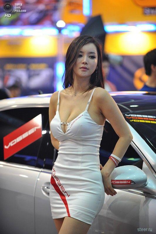 Девушки сеульского автосалона