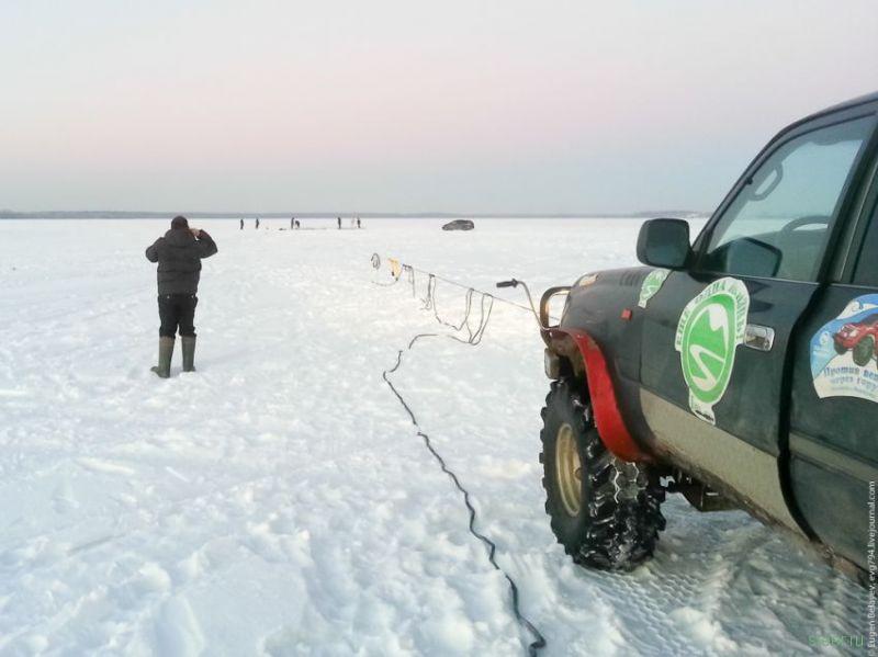 Как вытащить Land Cruiser из-подо льда