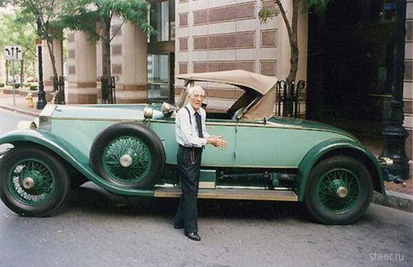 Человеку на фотографии 102 года, и он водит свой Роллс–Ройс уже 77 лет