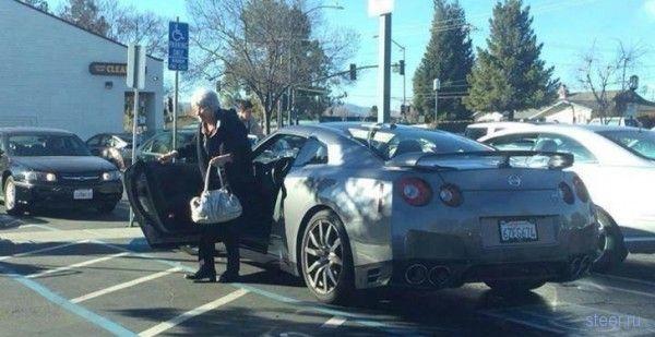 Американские пенсионеры ездят на Nissan GT-R за покупками