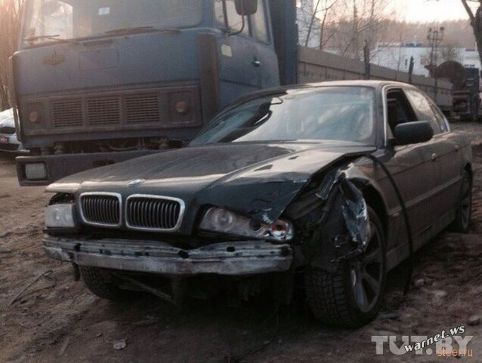 В Минске водитель BMW под спайсами проехал через весь город, совершил десяток ДТП, а при задержании вскрыл себе вены