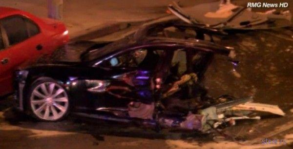 Авария Tesla Model S в голливудском стиле