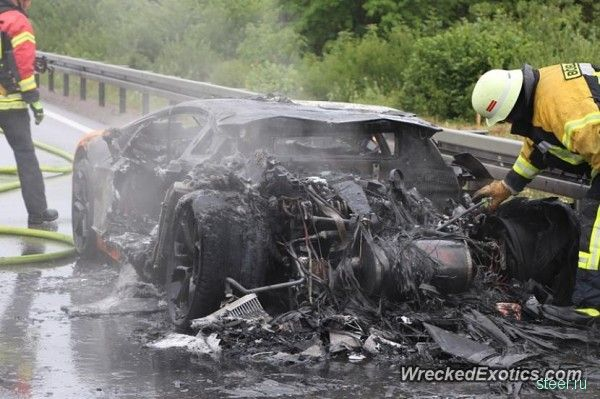 Lamborghini Aventador сгорел на автобане в Германии