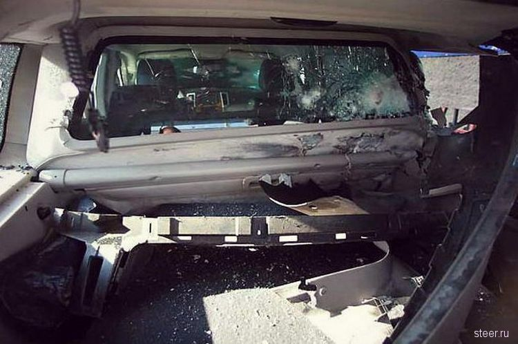 Результат обстрела бронированного Jeep Grand Cherokee Armored