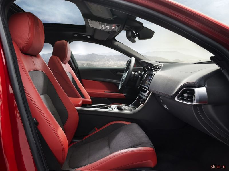 Jaguar официально представил новый компактный седан XE