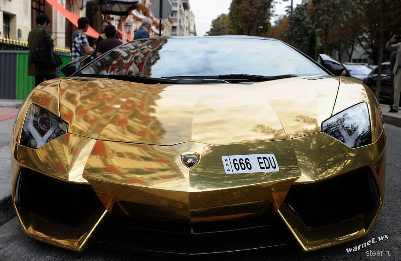Позолоченный Lamborghini Aventador в Париже