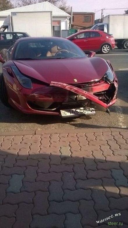 В Краснодаре «шестерка» столкнулась с Ferrari.