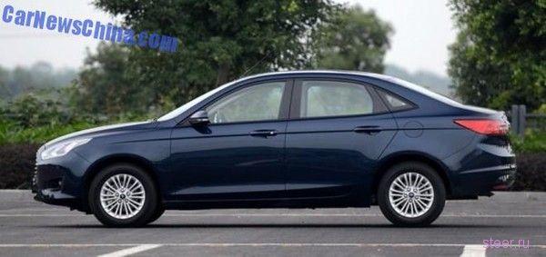 Первые фото недорогого седана Ford Escort