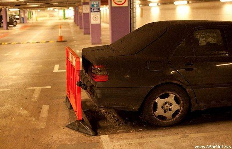Водитель брошенного Мерседеса задолжал 200 000 долларов за парковку