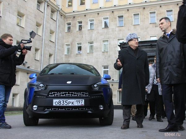 Прохоров подарил Жириновскому ё-мобиль за 250 000 евро