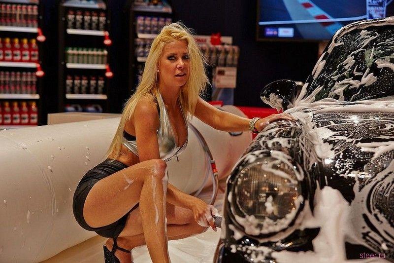 Самые яркие девушки мотор-шоу в Эссене