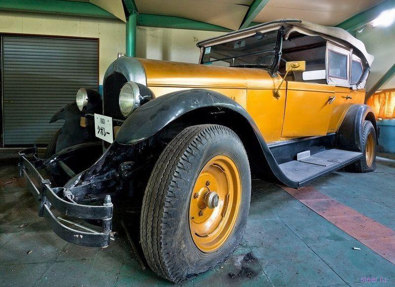 Заброшенный автомобильный музей в Японии