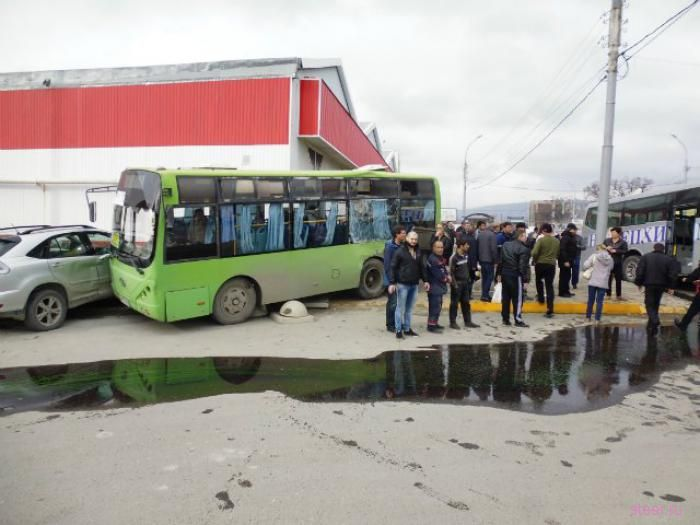 Страшная авария с неуправляемой фурой в Новороссийске