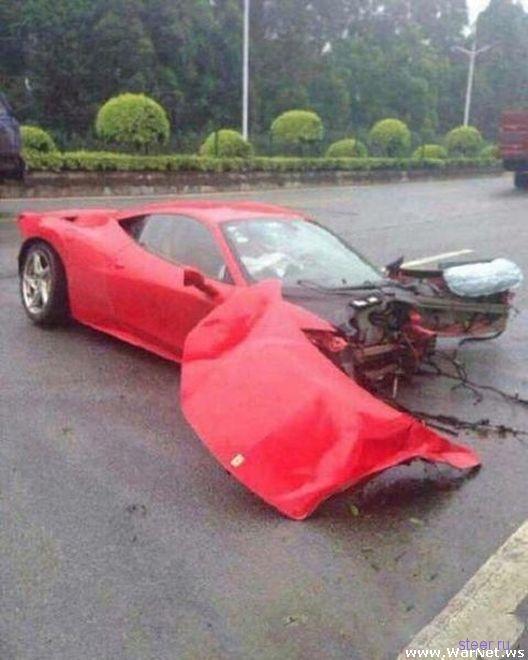 Ferrari разорвало надвое после встречи с деревом