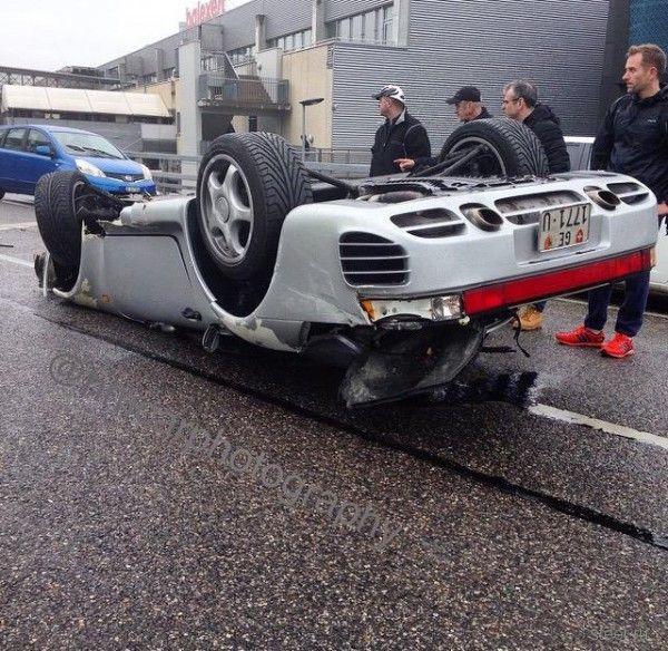 В Женеве на мокрой дороге сделал уши Porsche 959