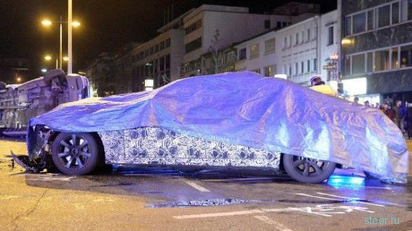Прототип семерки BMW разбился о полицейскую машину