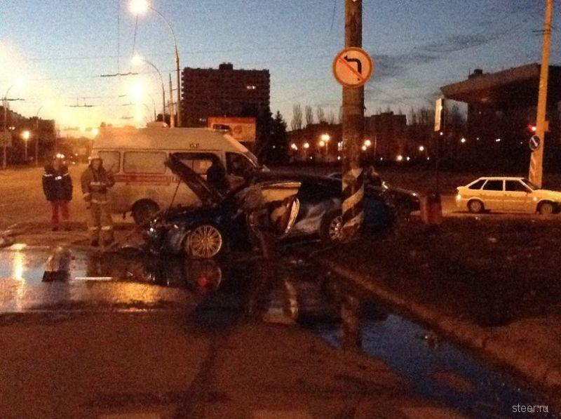 18 апреля в Тольятти Bentley врезался в столб и сгорел