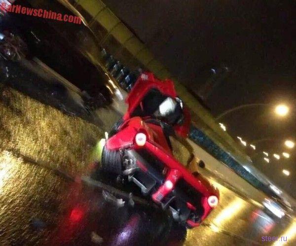 В Шанхае разбили суперкар LaFerrari