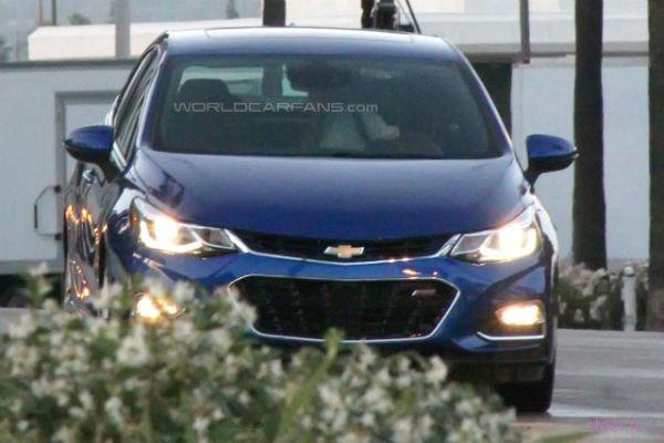 Первые фото обновленного Chevrolet Cruze без камуфляжа