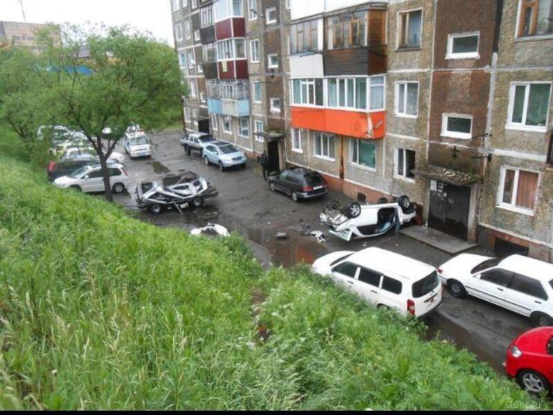 На Камчатке Субару влетел в балкон второго этажа