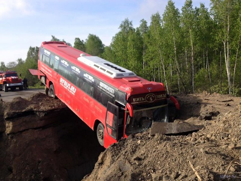 Водитель атвобуса не заметил предупреждающего знака