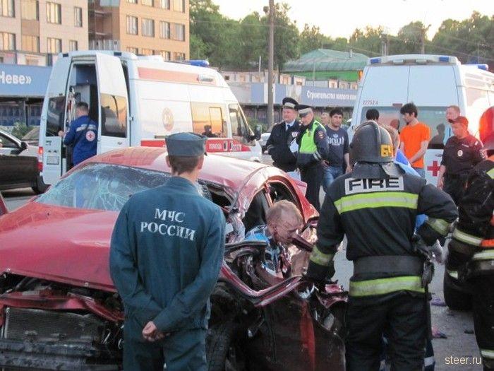 Гонка люксовых внедорожников в Санкт-Петербурге закончилась массовым ДТП