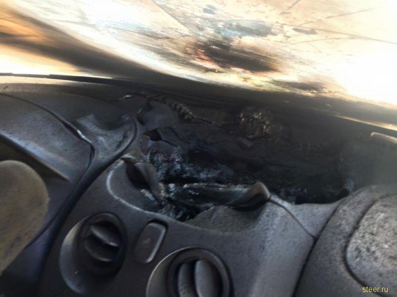 Результат прямого попадания молнии в легковой автомобиль