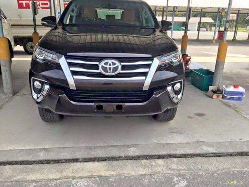 Опубликованы фотографии внедорожника Toyota Fortuner нового поколения.