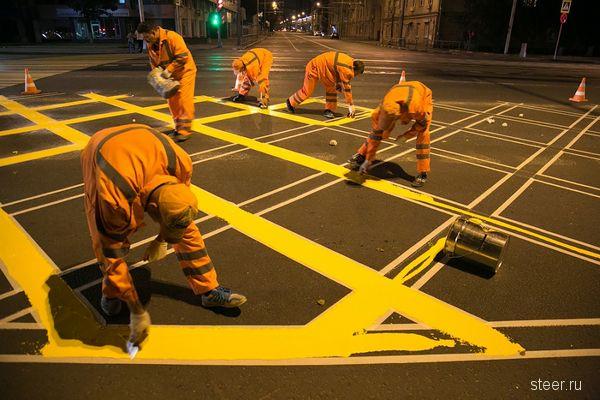 Желтые вафли, красные стрелки: что изменилось на дорогах Москвы