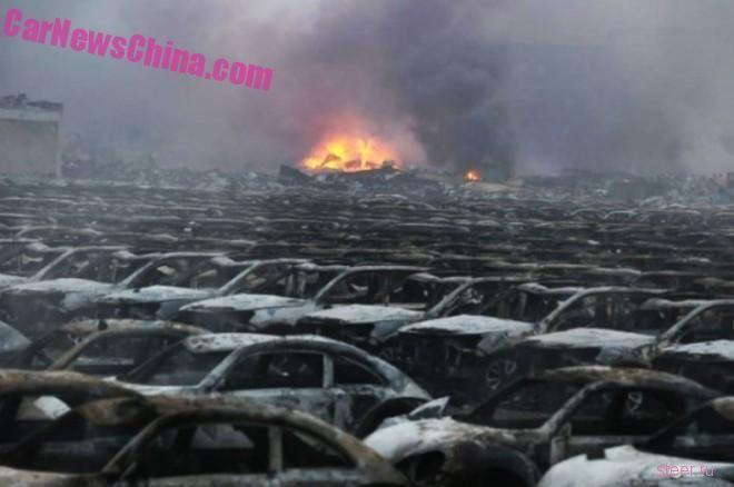 Взрыв в Китае уничтожил сотни новых импортных автомобилей