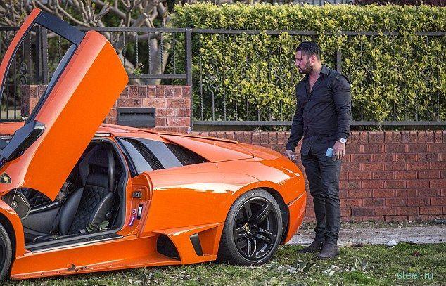 Владелец Lamborghini прокатил потенциального покупателя в дерево