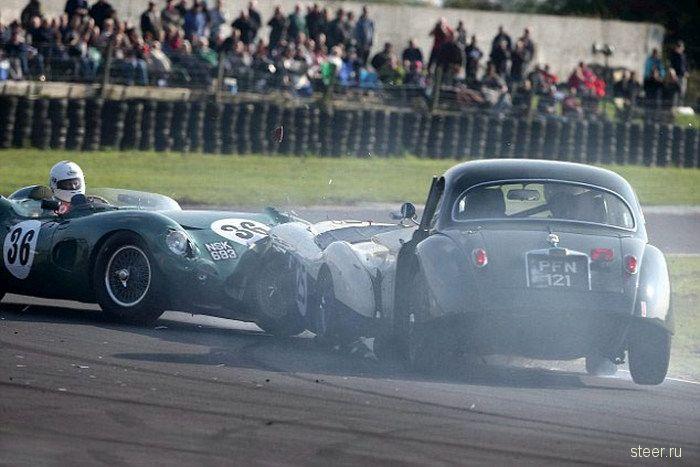 Дорогая авария на гонке классических спорткаров в Великобритании