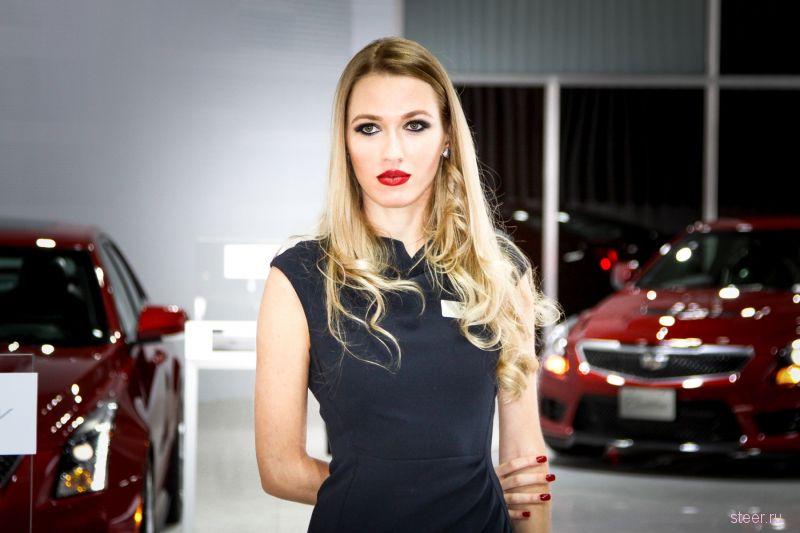 Девушки автосалона Dubai 2015