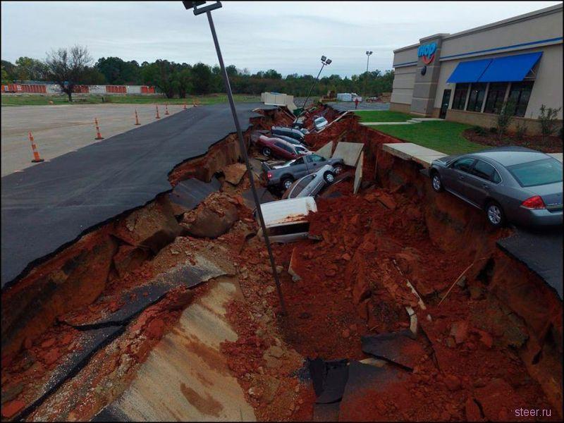 15 автомобилей ушли под землю