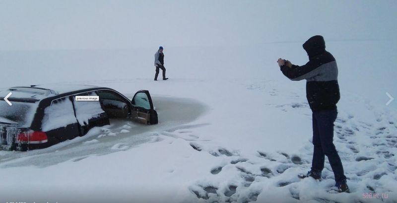 Провалившийся под лед внедорожник вмерз в воду