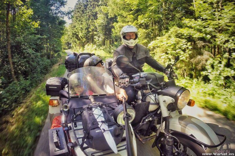 Молодая семья проехала вокруг Европы на мотоцикле «Урал»