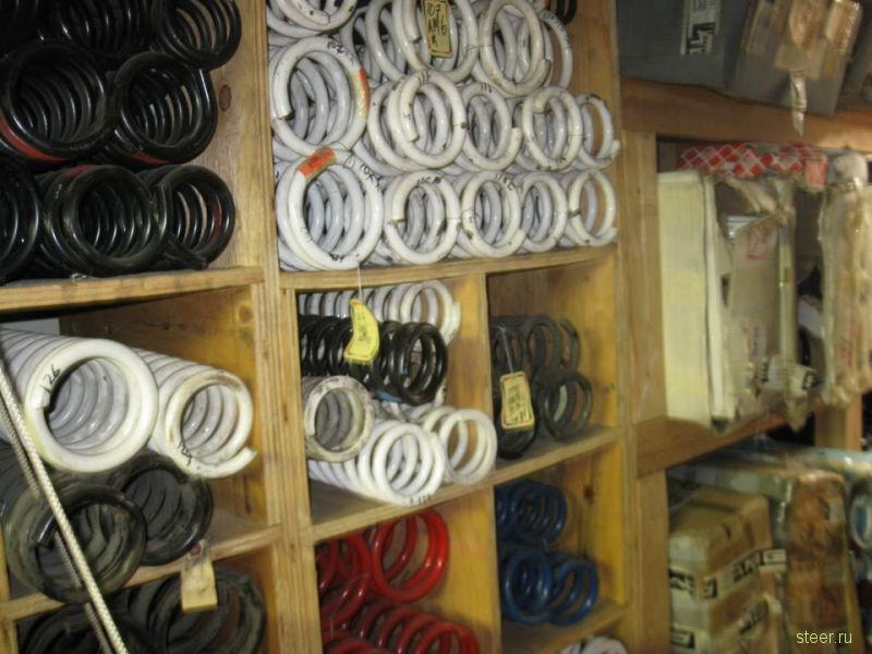 Нетронутый более 20 лет склад запчастей AMG в Сан-Франциско