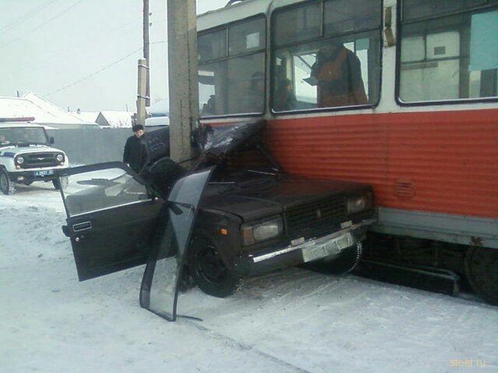 Что будет, если врезаться в советский трамвай рядом с советским столбом