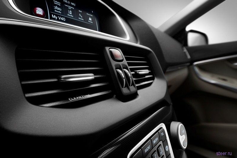 Официальные фото обновлённого хэтчбека Volvo V40