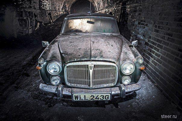 Закрытый много лет назад туннель метро в Ливерпуле с целой коллекцией заброшенных машин